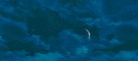 Серп луны в облаках